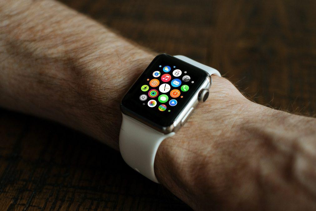 Bild von Smartwatch mit den Besten Apps für Schule und Studium