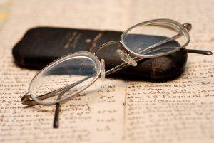 Bild von Brille auf Klausur