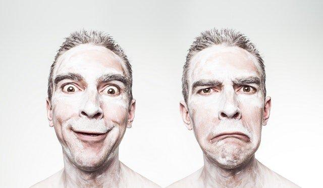 ein lachender und ein weinender Mann zeigen dir, warum du motiviertamuesiert sein solltest