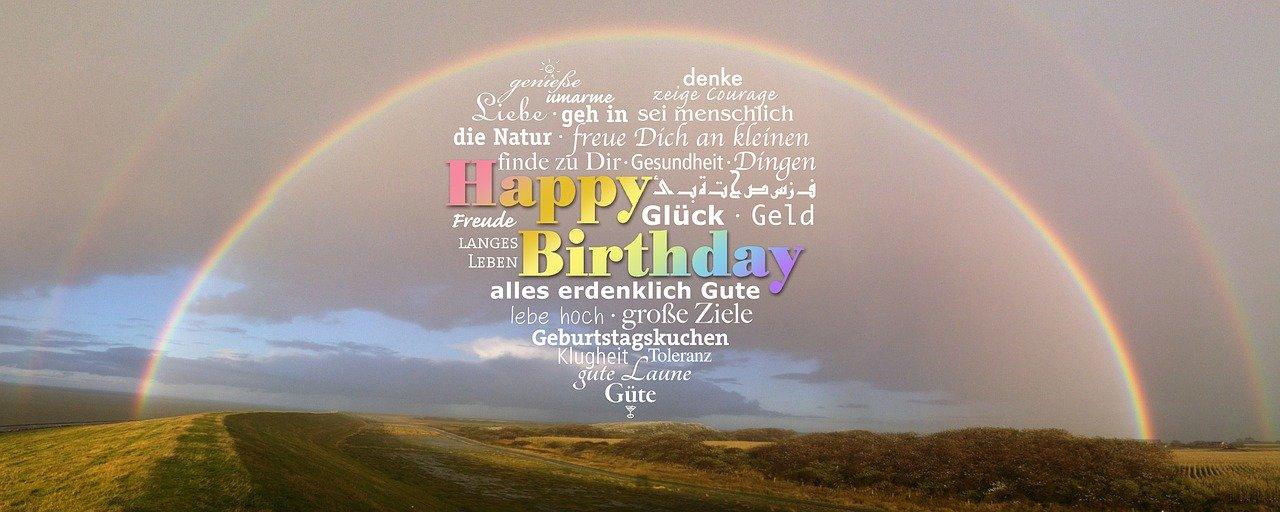 Unter einem Regenbogen stehen Glückwünsche zum 18. Geburtstag.